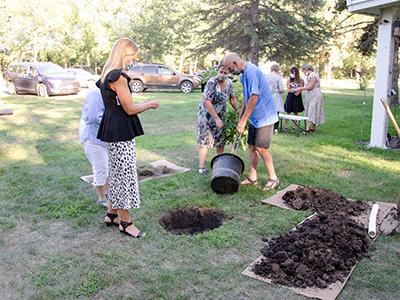 hospice-memorial-tree-planting